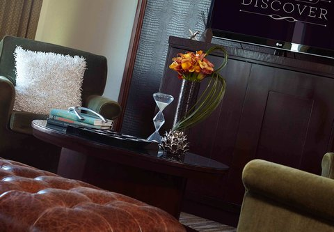 Renaissance Concourse Atlanta Airport Hotel - Club Lounge Sitting Area