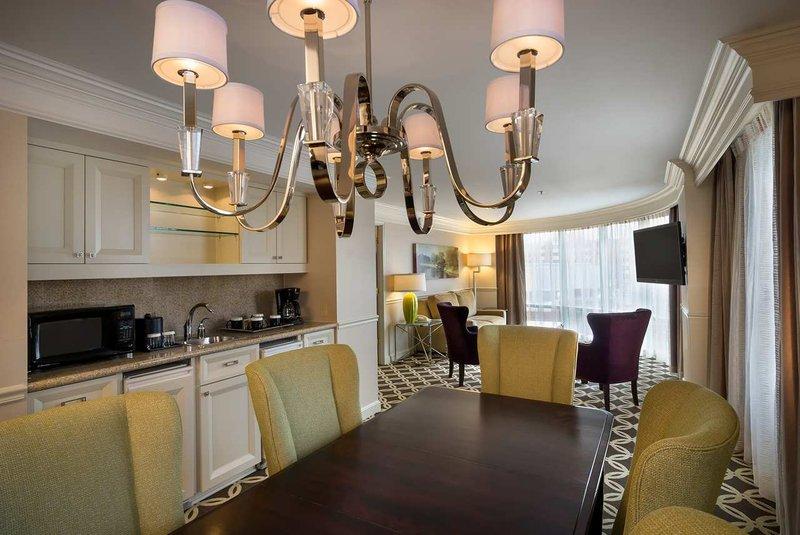 Hilton Garden Inn Evanston Bar/lounge