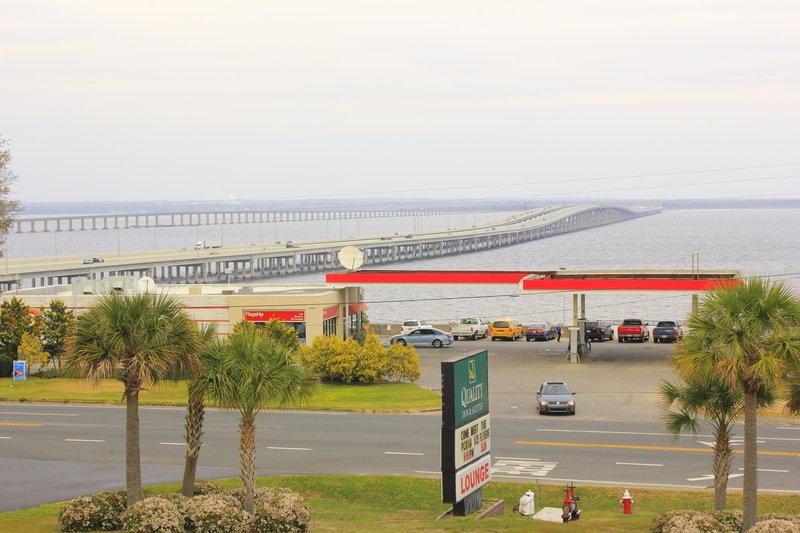 Quality Inn & Suites Pensacola Bayview - Pensacola, FL