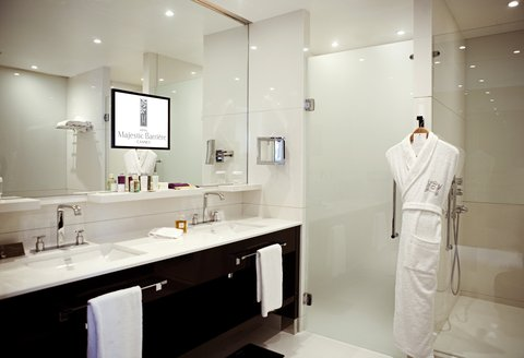 Hotel Majestic Barriere - Bathroom