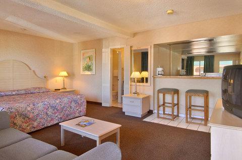 Days Inn Midtown ABQ - Suite