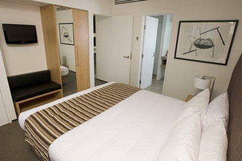 Chifley Doveton Hotel Dandenong - Chifley Doveton Chifley Suite Bedroom