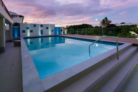 Pacific International Hotel - Chifley Pacific Cairns Swimming Pool