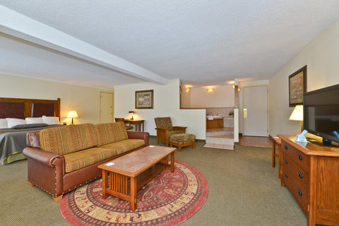 BEST WESTERN Prairie Inn & Conference Center - Hot Tub Suite