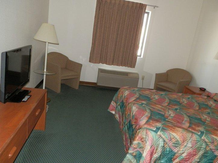 centerstoneinn&suites(former super8) - Carlyle, IL