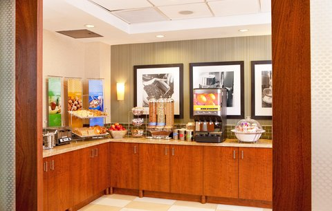 Hampton Inn Manhattan United Nations - Breakfast Area