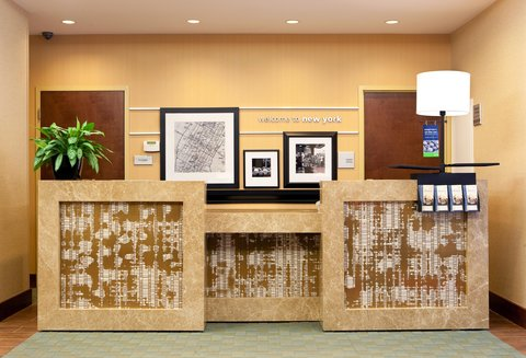 Hampton Inn Manhattan United Nations - Front Desk