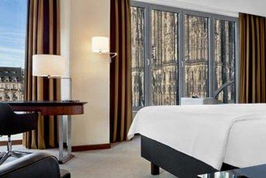 Dom Hotel - Corner Room