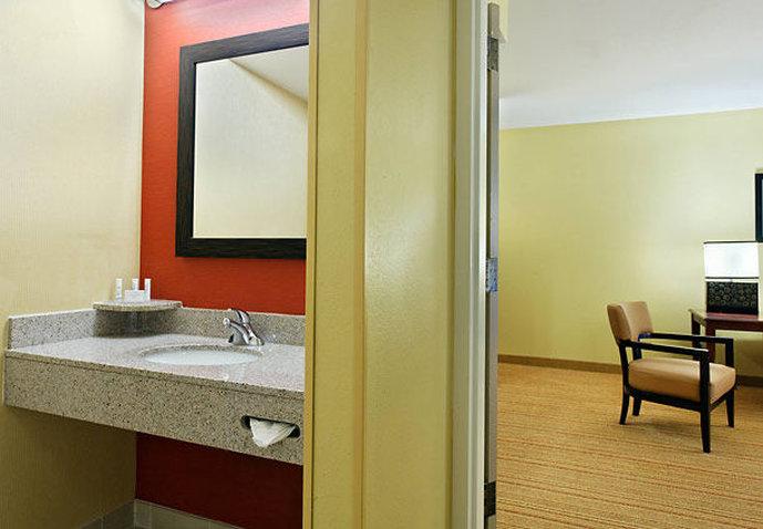 Hotel Courtyard Tampa North/I-75 Fletcher Vista de la habitación