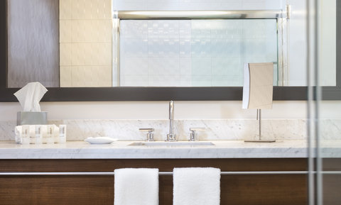 Le Meridien Atlanta Perimeter - Guest Bathroom
