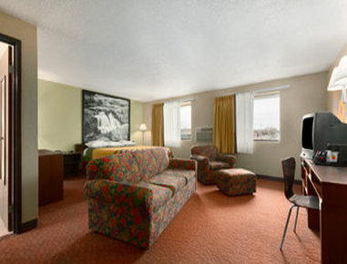 Super 8 Sioux Falls SD - One King Suite