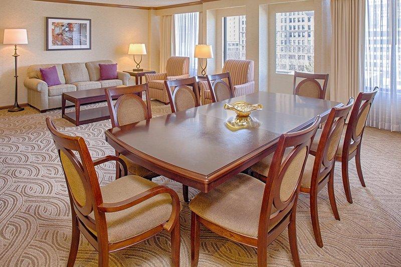 Crowne Plaza Hotel  Dayton Suite