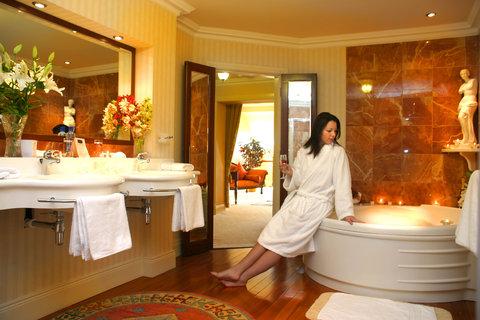 Harvey's Point Hotel - Standard Bathroom
