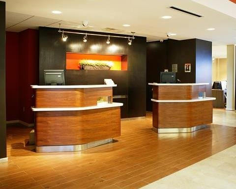 Country Inn & Suites By Carlson, Dallas-Love Field (Medical Center), TX - Front Desk