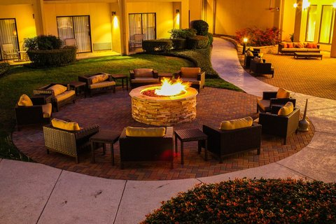 Country Inn & Suites By Carlson, Dallas-Love Field (Medical Center), TX - Firepit