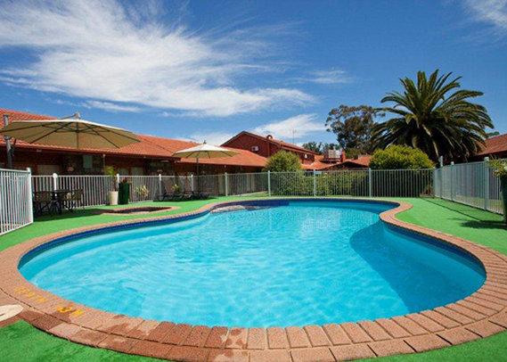 Comfort Inn A Julie-Anna Вид на бассейн