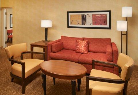 哥伦布沃辛顿万怡酒店 - Suite Sitting Area