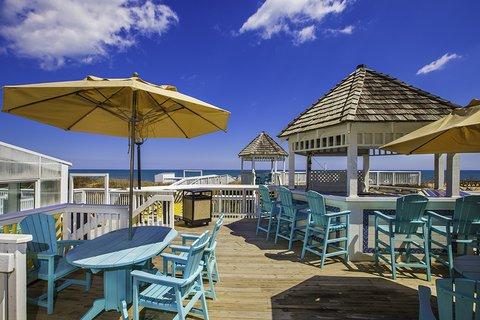 Ramada Plaza Nags Head Oceanfront - Dragonfly deck bar