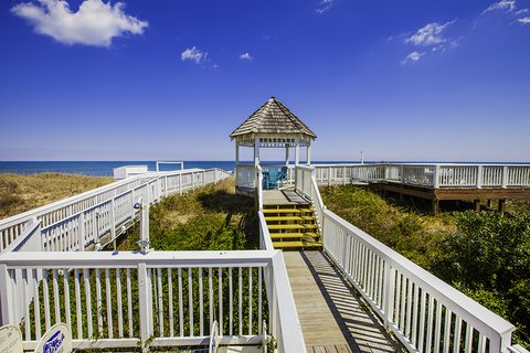 Ramada Plaza Nags Head Oceanfront - Oceanview deck and gazebo