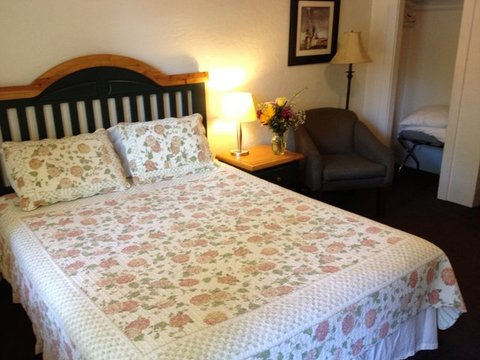 Manor Motel and Helman House - Economy Suite Bed