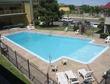 Knights Inn Denver - Gateway to Downtown - Pool