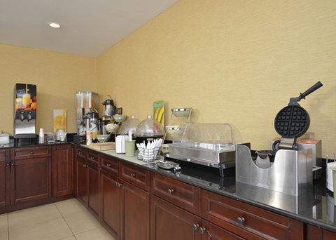 Econo Lodge - breakfast area