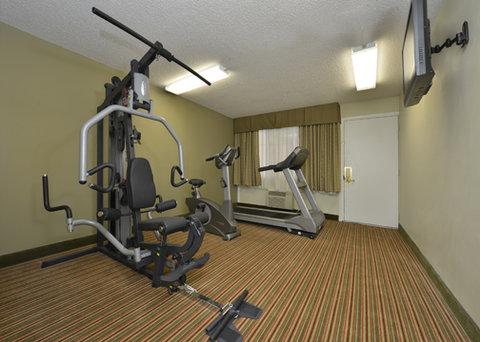 Econo Lodge - fitness center