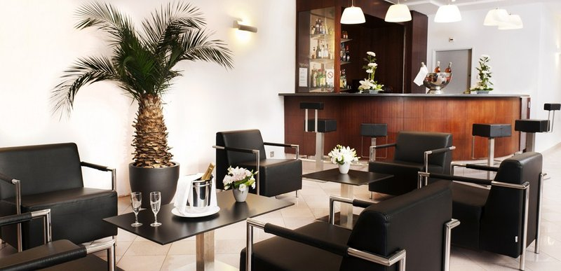 Holiday Inn Garden Court Toulon City Centre Bar/Lounge