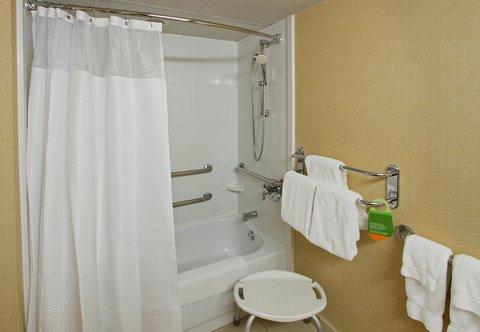 Courtyard by Marriott Rockaway Mount Arlington - Accessible Guest Bathroom