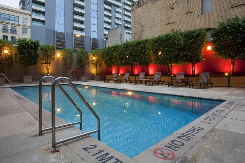 Holiday Inn Melbourne On Flinders Vista da piscina