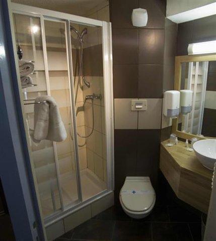 Kyriad - Caen Sud IFS - Shower Room