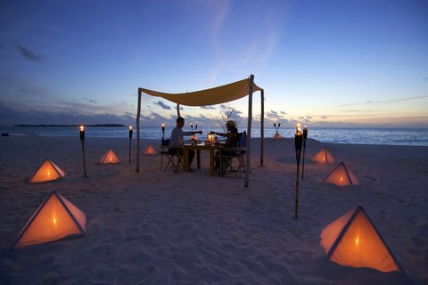 Six Senses Laamu - Sandbank Dining