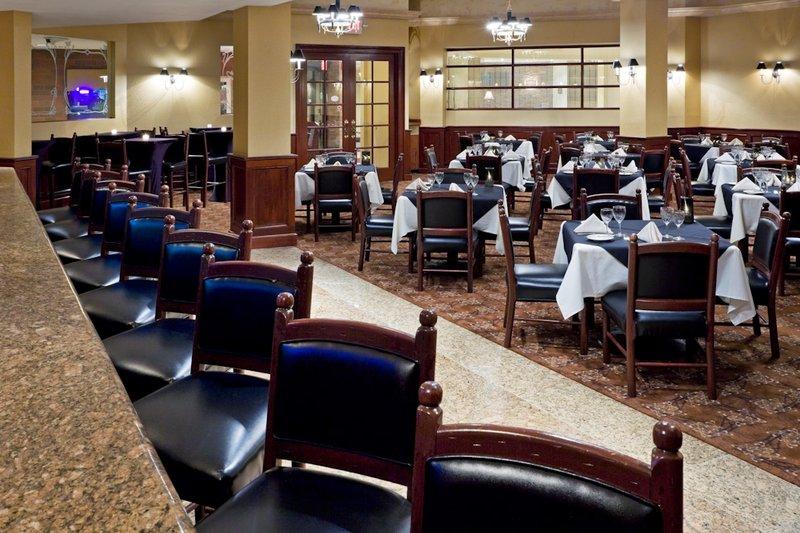 Crowne Plaza Hotel Edison Ravintolat