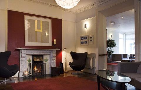 Sandymount Hotel - Fire Place