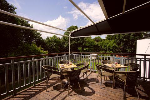 Sandymount Hotel - Bar Terrace
