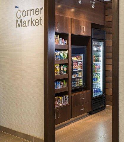Fairfield Inn & Suites Holland - The Corner Market