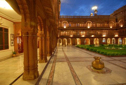 Laxmi Niwas Palace Historic Hotels Worldwide - Laxmi Niwas Palace Courtyard Bikaner Hotel