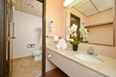 Comfort Inn Butte - Executive King Bathroom