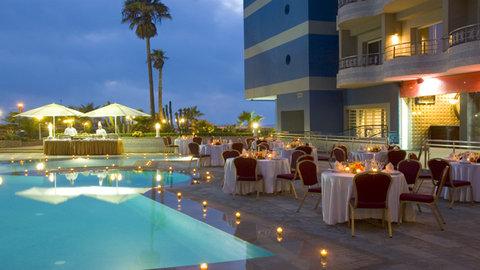فندق كلوب فال دي انفا - Pool Night