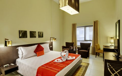 Lotus Grand Hotel Apartments - Three Bedroom Apartment Master Bed
