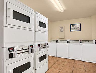 Days Inn Mission Valley Qualcomm Stadium/ SDSU - Laundry Facilities