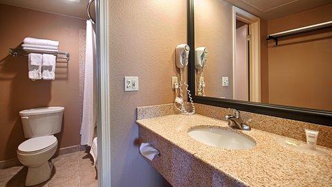 BEST WESTERN Vista Inn at the Airport - Bathroom