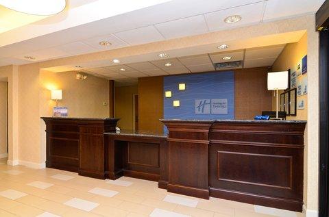 Holiday Inn Express ATLANTA-STONE MOUNTAIN - Front Desk