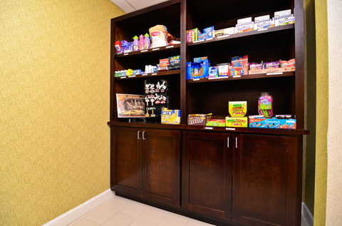Holiday Inn Express ATLANTA-STONE MOUNTAIN - Satisfy your sweet tooth in our Sundry Shop