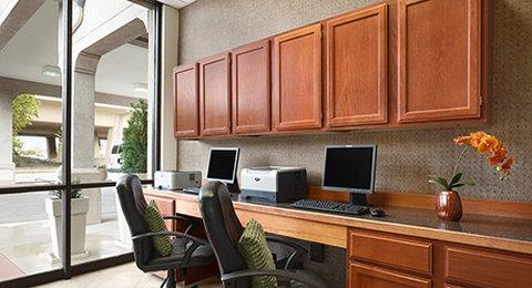 Wyndham Garden Wichita Downtown - Business Center