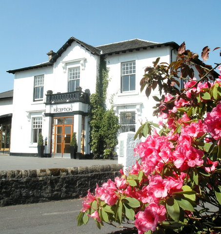 Castlecary Hotel - Exterior View 1