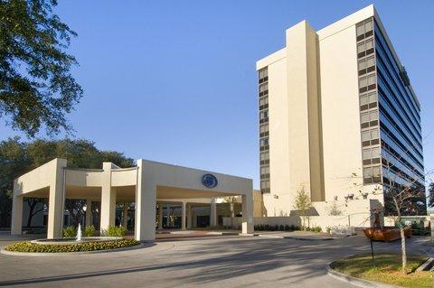 Hilton Waco - Fountain Entrance