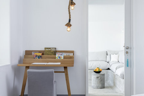 Boheme Hotel - Desk