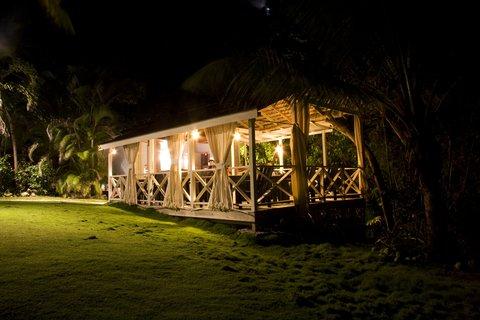 Sea U Guest House - Restaurant Gazebo by night