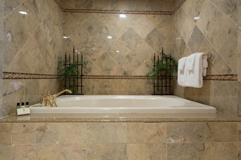 Chateau on the Lake Resort and Spa - Presidential Suite Tub